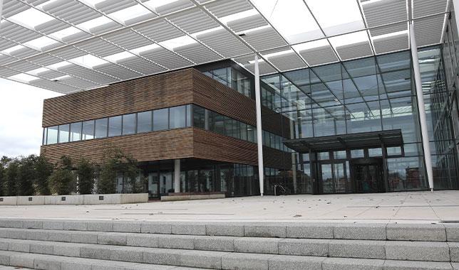 Výzkumné centrum ELI Dolní Břežany - Čisté prostory od Luwex, a.s.